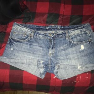 American Eagle distressed denim shorts - Size 14